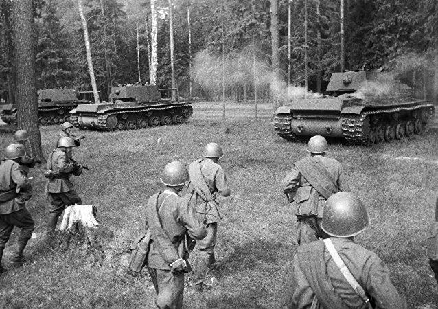 I carri armati sovietici KV-1 (foto d'archivio)