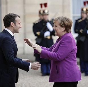 Emanuel Macron e Angela Merkel