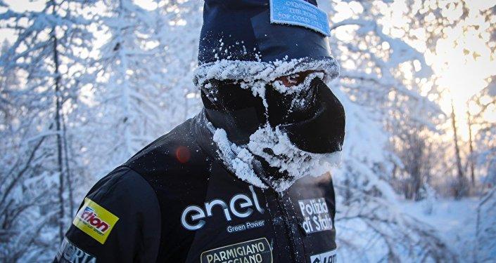 Ad una temperatura di —52°C Paolo Venturini in 3h54'10 ha corso la distanza di km 39,120 da Tomtor ad Oymyakon.