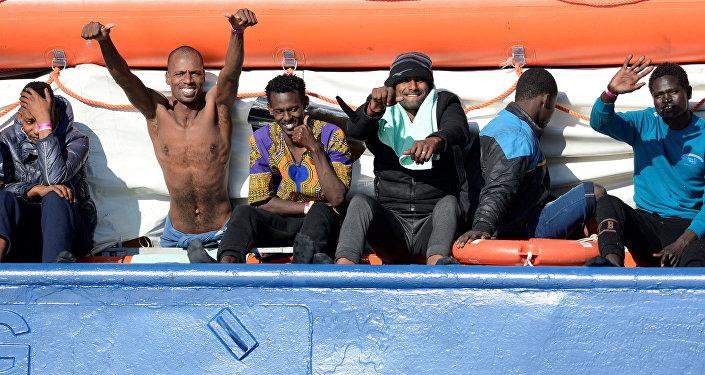 Migranti a bordo della nave Sea Watch 3