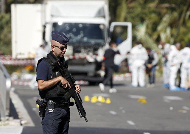Un agente di polizia in Francia