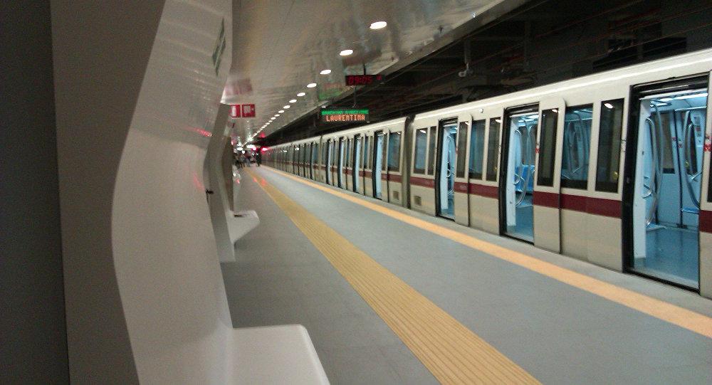Nella metropolitana di Roma.
