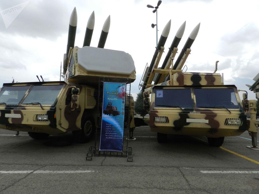 40 anni di successi, l'Iran celebra la Rivoluzione Islamica mostrando le sue armi