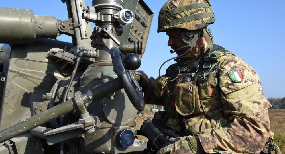 Manovre degli artiglieri dell'Esercito italiano