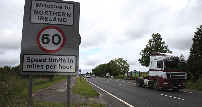 La frontiera tra la repubblica d'Irlanda e l'Irlanda del Nord nel villaggio di Bridgend.
