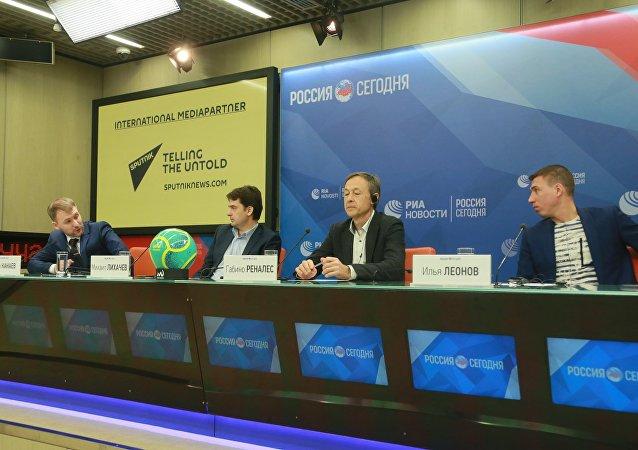 Ivan Kanaev, Michail Lihachev, Gabino Renales ed Ilya Leonov alla conferenza stampa presso l'agenzia russa di stampa internazionale Rossiya Segodnya
