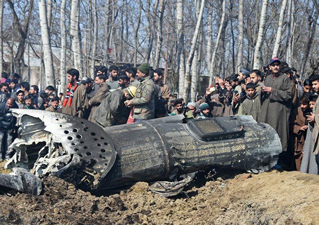 Rottami dell'aereo indiano abbattuto dal Pakistan