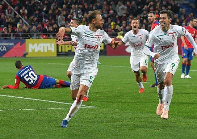 Benedikt Höwedes esulta dopo aver segnato a CSKA Mosca