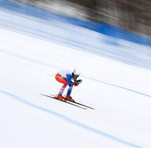 Uno sciatore alle Universiadi Invernali a Krasnoyarsk
