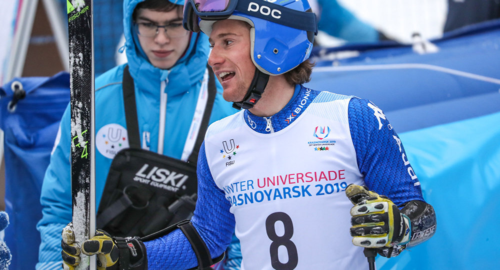 Alberto Blengini sorridente all'arrivo dello slalom gigante alle Universiadi di Krasnoyarsk 2019