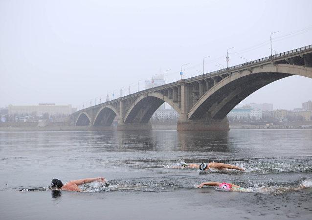 Il bagno nelle acque del fiume Enisey