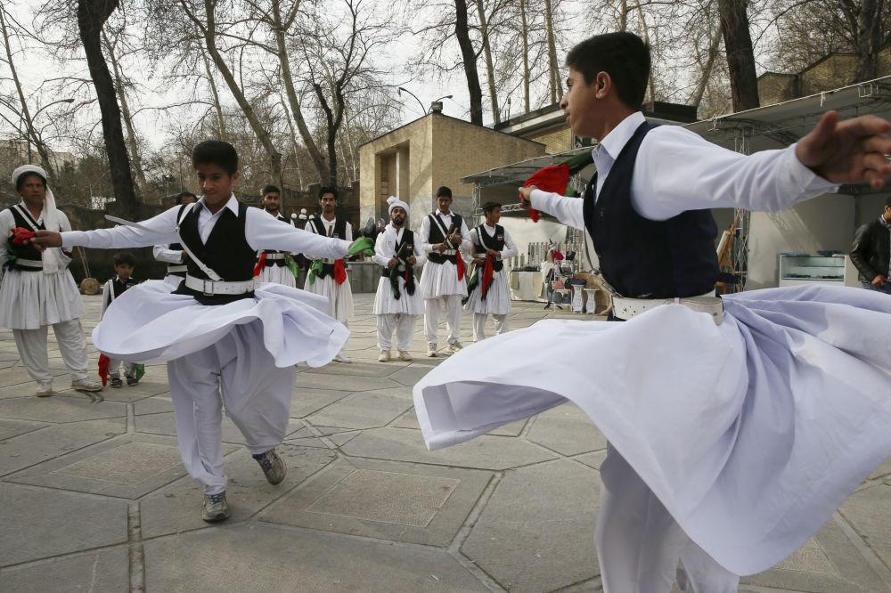 Balli in piazza nel Balucistan, regione del sud-est iraniano al confine con il Pakistan
