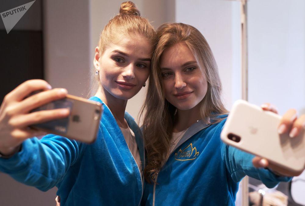 Le partecipanti al concosro di bellezza Miss Russia 2019 a Mosca.
