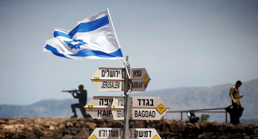 Soldati israeliani al confine con la Siria