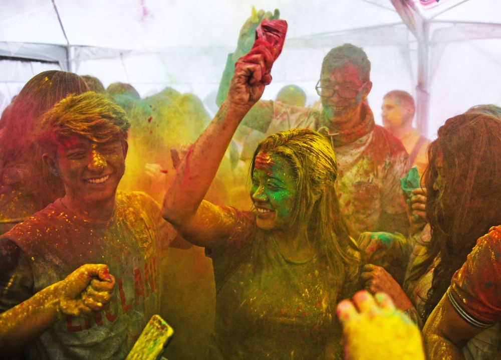 I partecipanti della Festa Dei Colori Holi al centro della cultura indiana a Mosca.