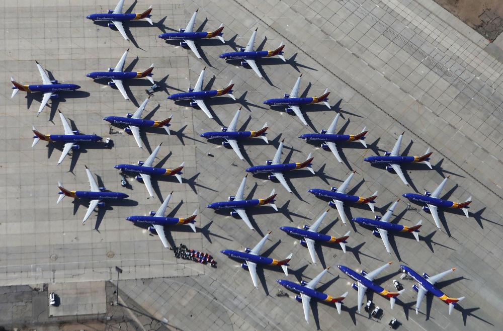 Gli aerei Southwest Airlines Boeing 737 MAX nell'aeroporto di Victorville, California.