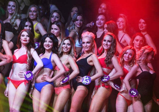 Le partecipanti al concorso Miss International Mini 2019 a Mosca