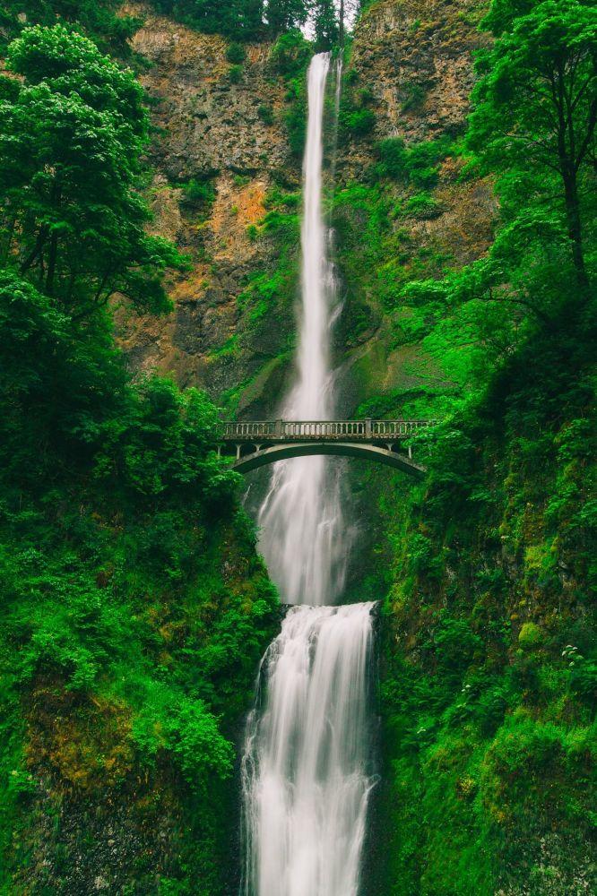 Oregon - Stati Uniti: il ponte sulle cascate Multnomah Falls