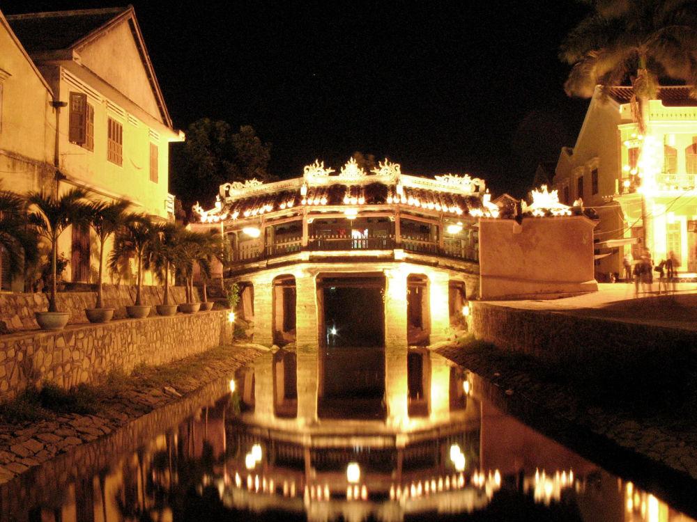 Hoi An - Vietnam: il ponte pedonale giapponese, risalente al XVII secolo