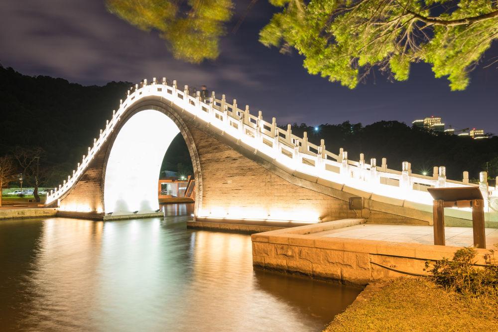 Taipei city - Taiwan: il ponte della Luna nel parco Dahu