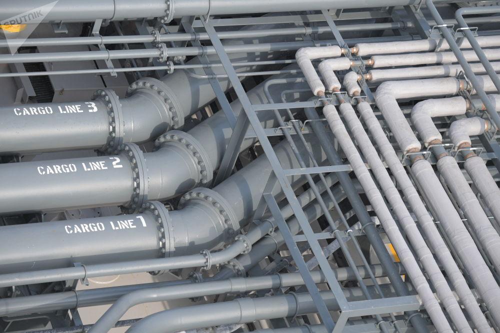 La nave petroliera Prospekt Mendeleev utilizza gas naturale come combustibile