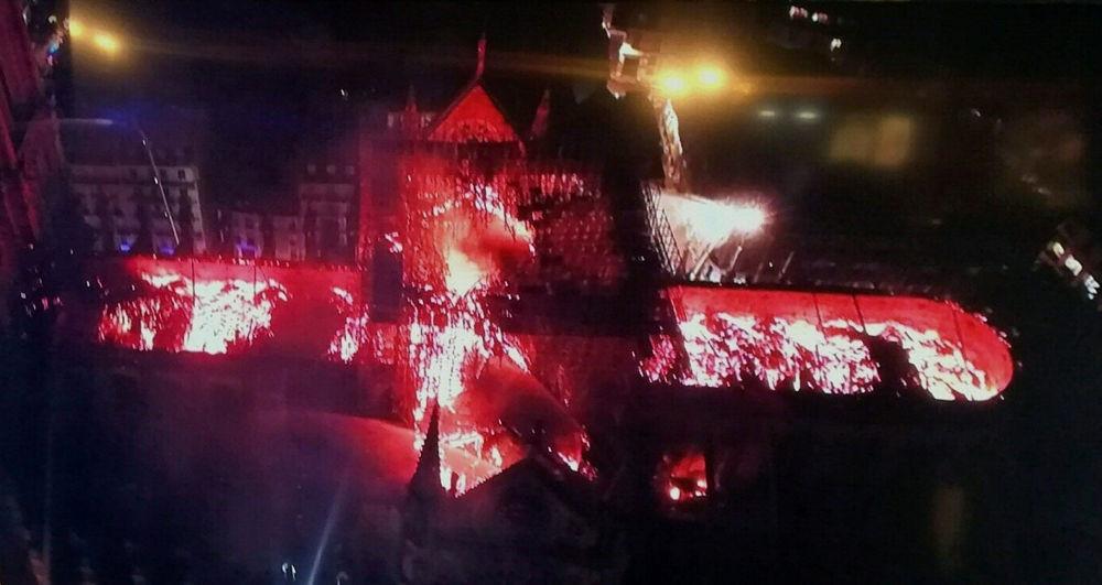 L'incendio alla cattedrale di Notre Dame visto dall'alto