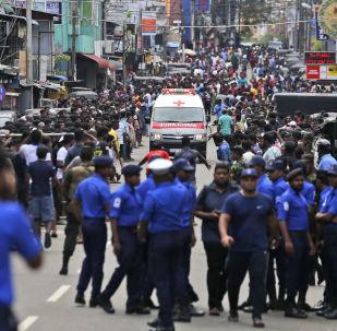 Ambulanza arriva al luogo dell'esplosione in una chiesa a Colombo, Sri Lanka, 21 aprile.