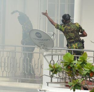 Blitz della polizia dopo l'esplosione in Sri Lanka