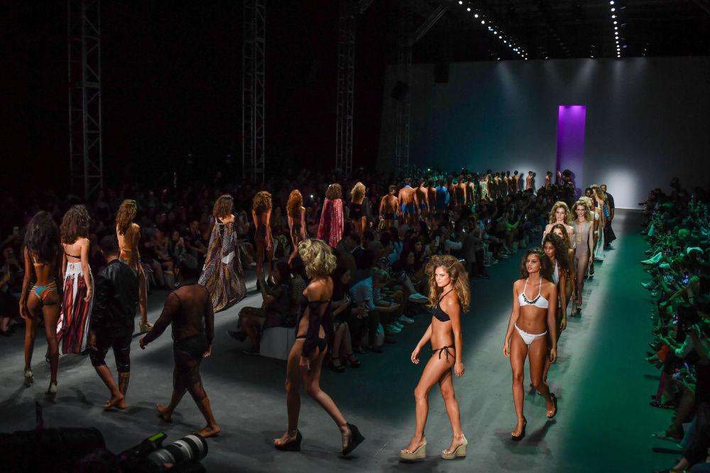 Alla settimana della moda di San Paolo in Brasile presentati costumi da bagno di Amir Slama.