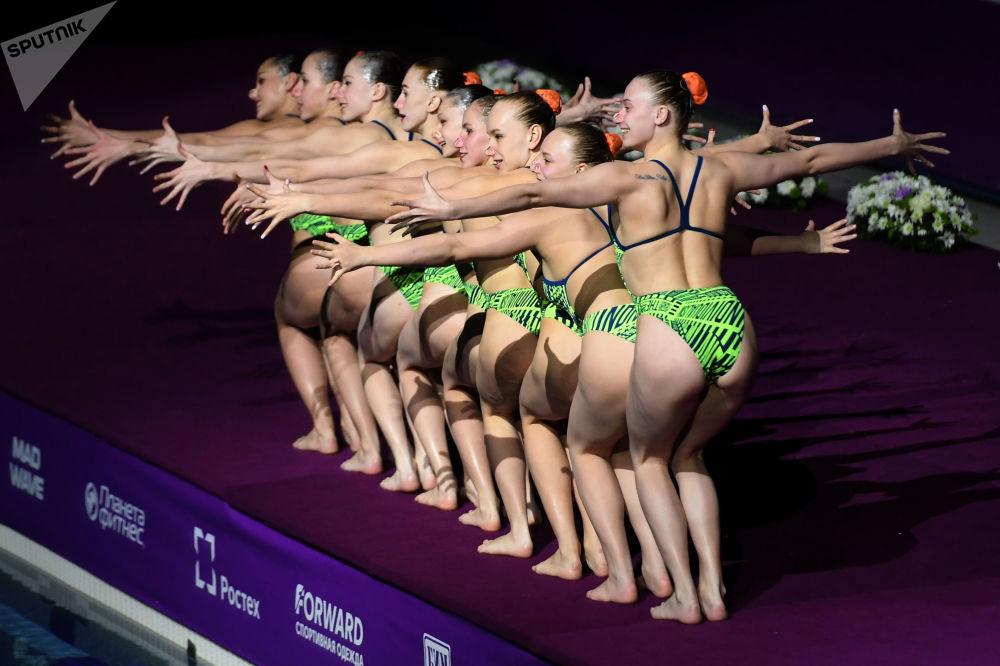 La nazionale bielorussa di nuoto sincronizzato all'evento di gala FINA a Kazan, Russia.