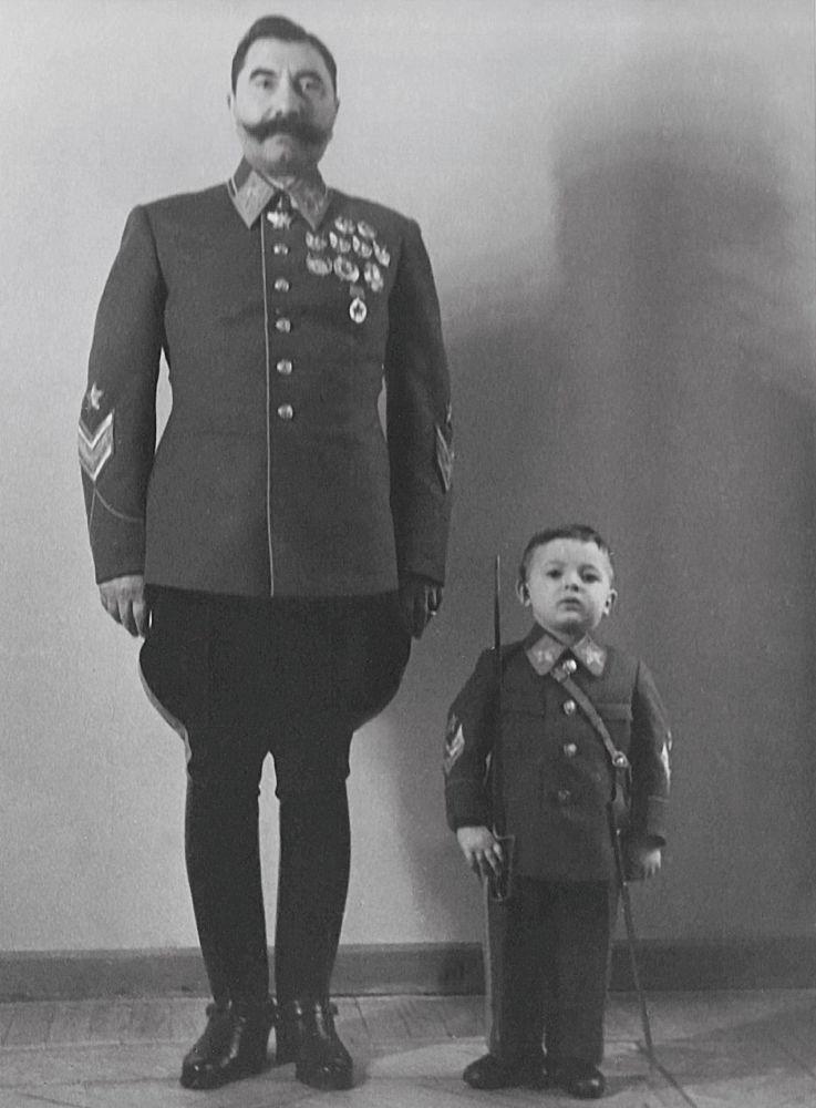 Tale padre, tale figlio: Semyon Budenniy insieme al figlio Sergey negli anni '40