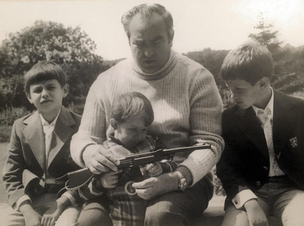 Il maresciallo Viktor Kulikov insieme ai nipoti negli anni '80