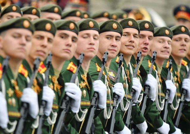 La formazione dell'Università militare del ministero della Difesa della Russia alla Parata della Vittoria 2019