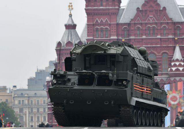 Il sistema antiaerei missilistici Tor-M2 alla Parata della Vittoria 2019