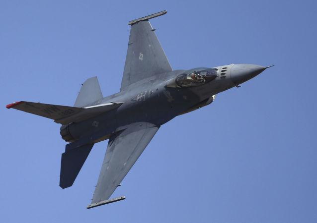 Caccia americano F-16