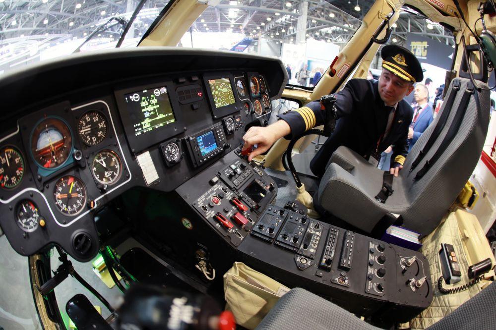 La cabina dell'elicottero russo Ansat