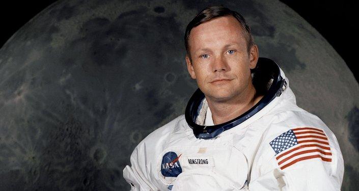 Neil Armstrong è stato un astronauta e aviatore statunitense, primo uomo a posare piede sulla Luna il 20 luglio 1969.