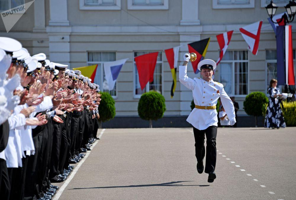 Sebastopoli, la cerimonia di chiusura dell'anno scolastico per i cadetti dell'accademia navale militare Nakhimovskiy
