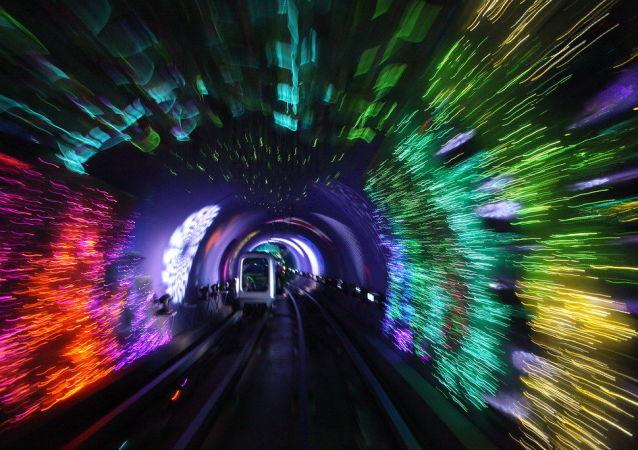 Il tunnel turistico del Bund a Shangai