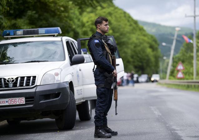 Poliziotto kosovaro (foto d'archivio)