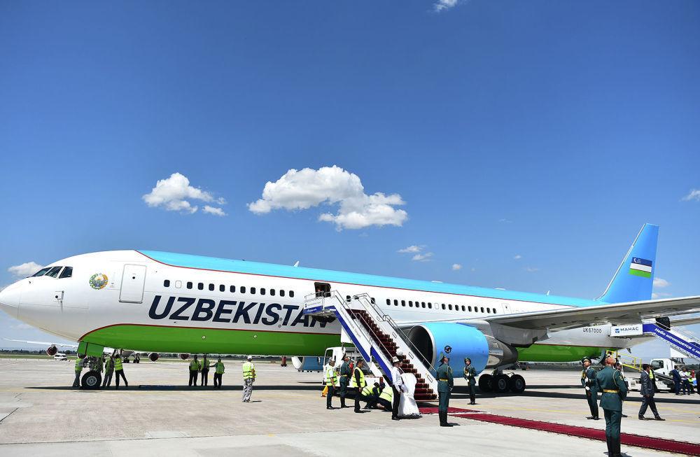 Il presidente dell' Uzbekistan Shavkat Mirziyoyev è arrivato a Bishkek a bordo di un Boeing 767-300 della compagnia di bandiera uzbeka, la Uzbekistan Airways