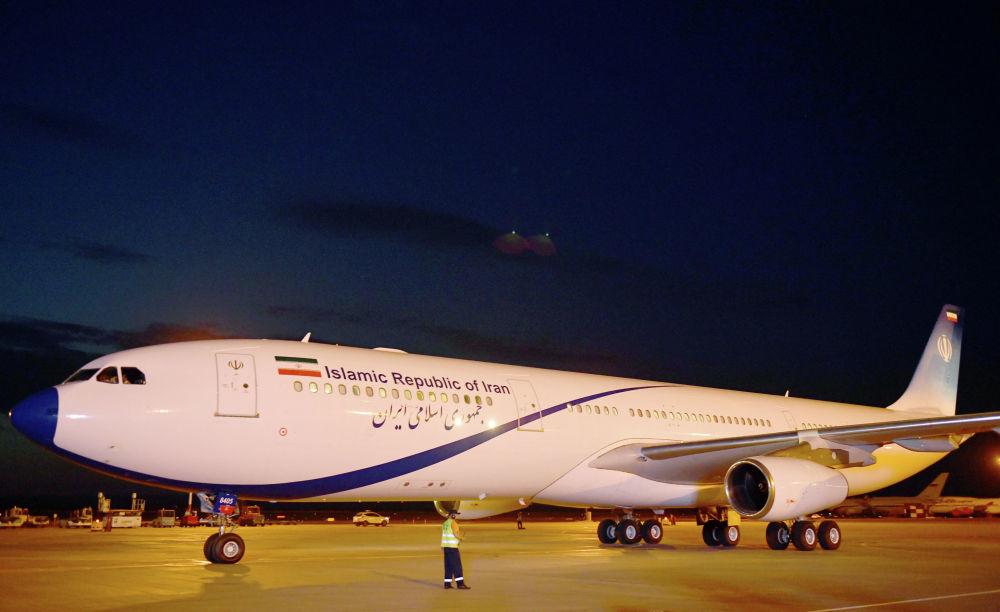 Il presidente iraniano Hasan Ruhani è atterrato a Bishkek da un Airbus А 340-300