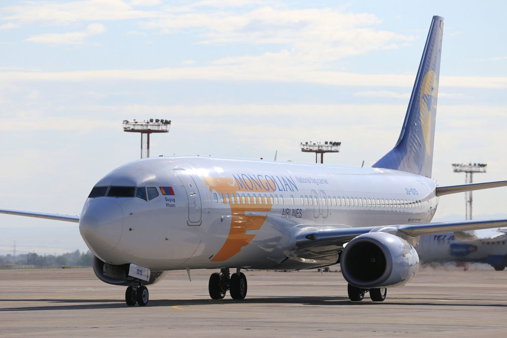 Invitato a Bishkek in qualità di capo di stato di un paese osservatore della SCO, il presidnete della Mongolia Khaltmaagiin Battulga ha effettuato il volo da Ulan Bator a Bishkek a bordo di un Boeing 737-800 della Mongolian Airlines