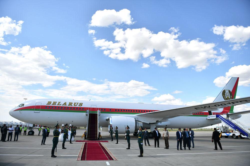 Anche la Bielorussia è un paese osservatore della SCO: il presidente Lukashenko ha compiuto le cinque ore di volo da Minsk a Bishkek a bordo di un Boeing 767-300