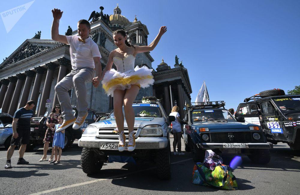 Festival Spief Drive in Piazza Sant'Isacco a San Pietroburgo.