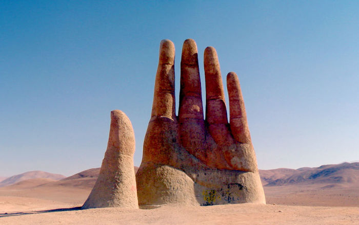 La Mano nel Deserto nel deserto dell'Atacama in Cile