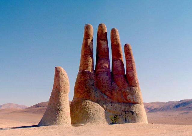 La Mano nel Deserto nel deserto dell'Atacama in Cile