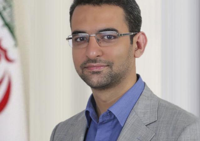 Il ministro delle Tecnologie dell'Informazione e della Comunicazione iraniano Mohammad-Javad Azari Jahromi