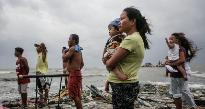 La foto intitolata La guardia costiera scattata dal fotografo filippino Basilio Sepe, divenuto finalista della categoria Notizie principali, foto singole.