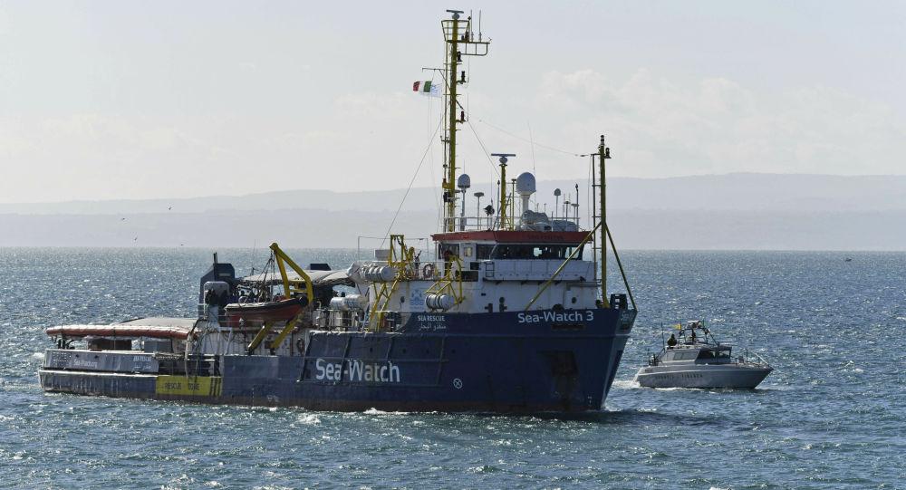 Sea Watch 3, la nave ong della capitana Carola Rackete (foto d'archivio)